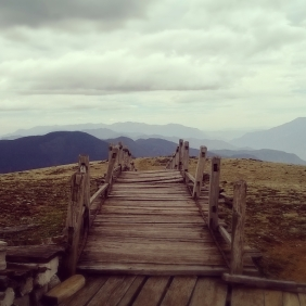 The boardwalk at 3800m on the side of Yulong Snow Mountain.